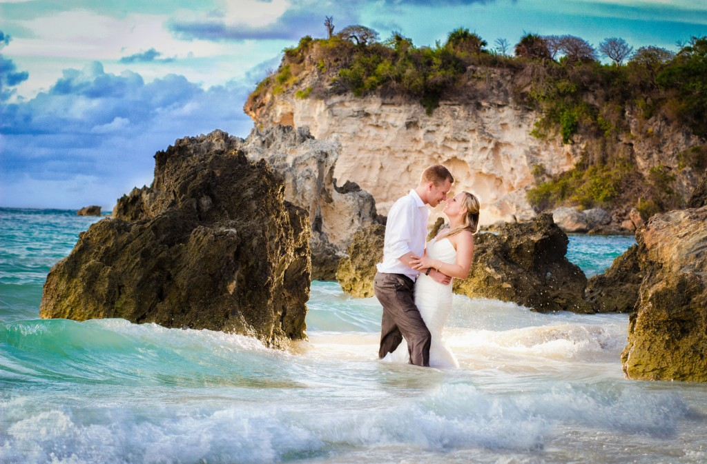 Bride & groom in tide, Destination weddings, Burnett Photography