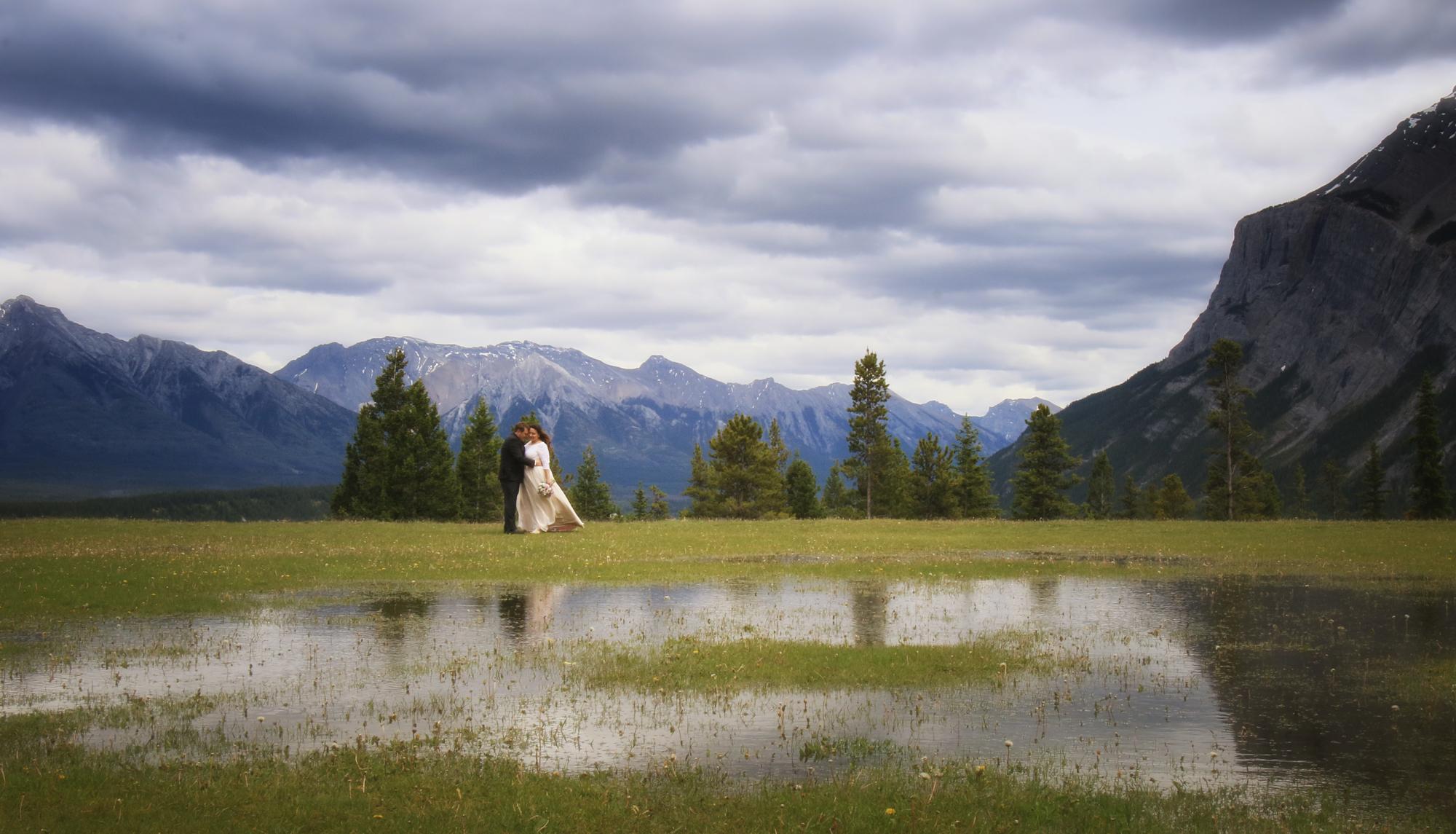 Tunnel Mountain Meadow Banff Wedding Photographers Burnett