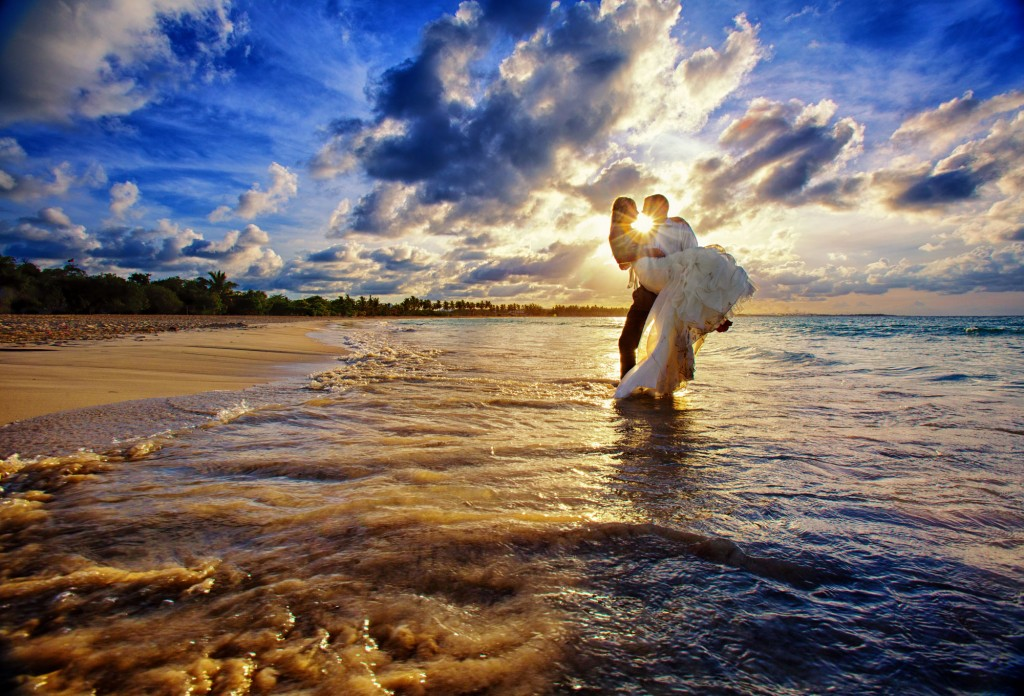 Newly Weds in Paradise, Destination Weddings, Burnett Photography