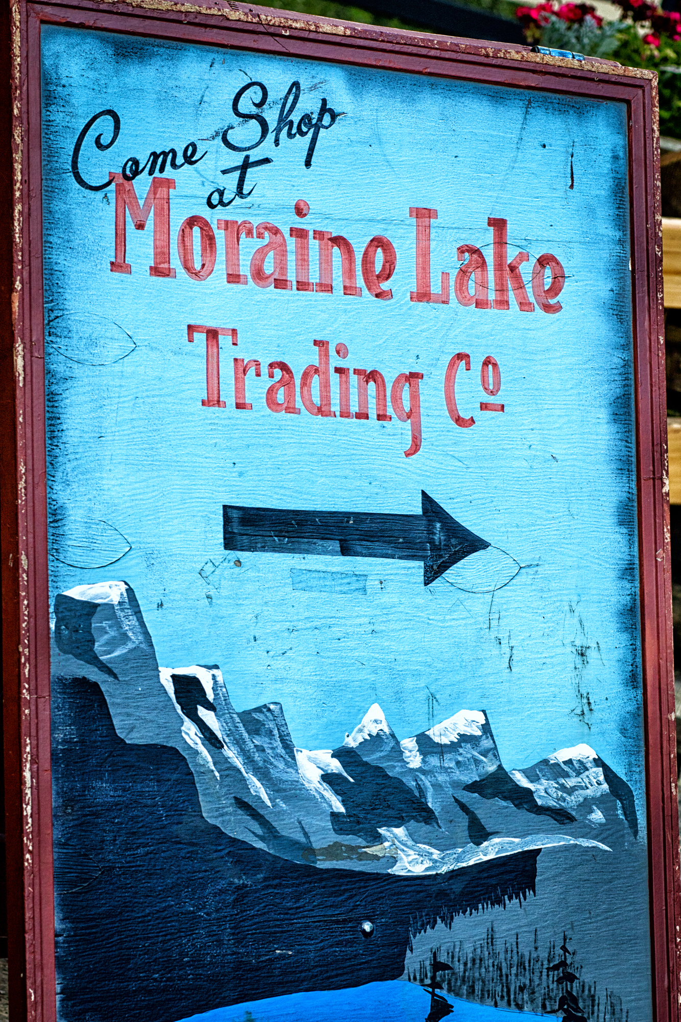 Moraine Lake Lodge sign